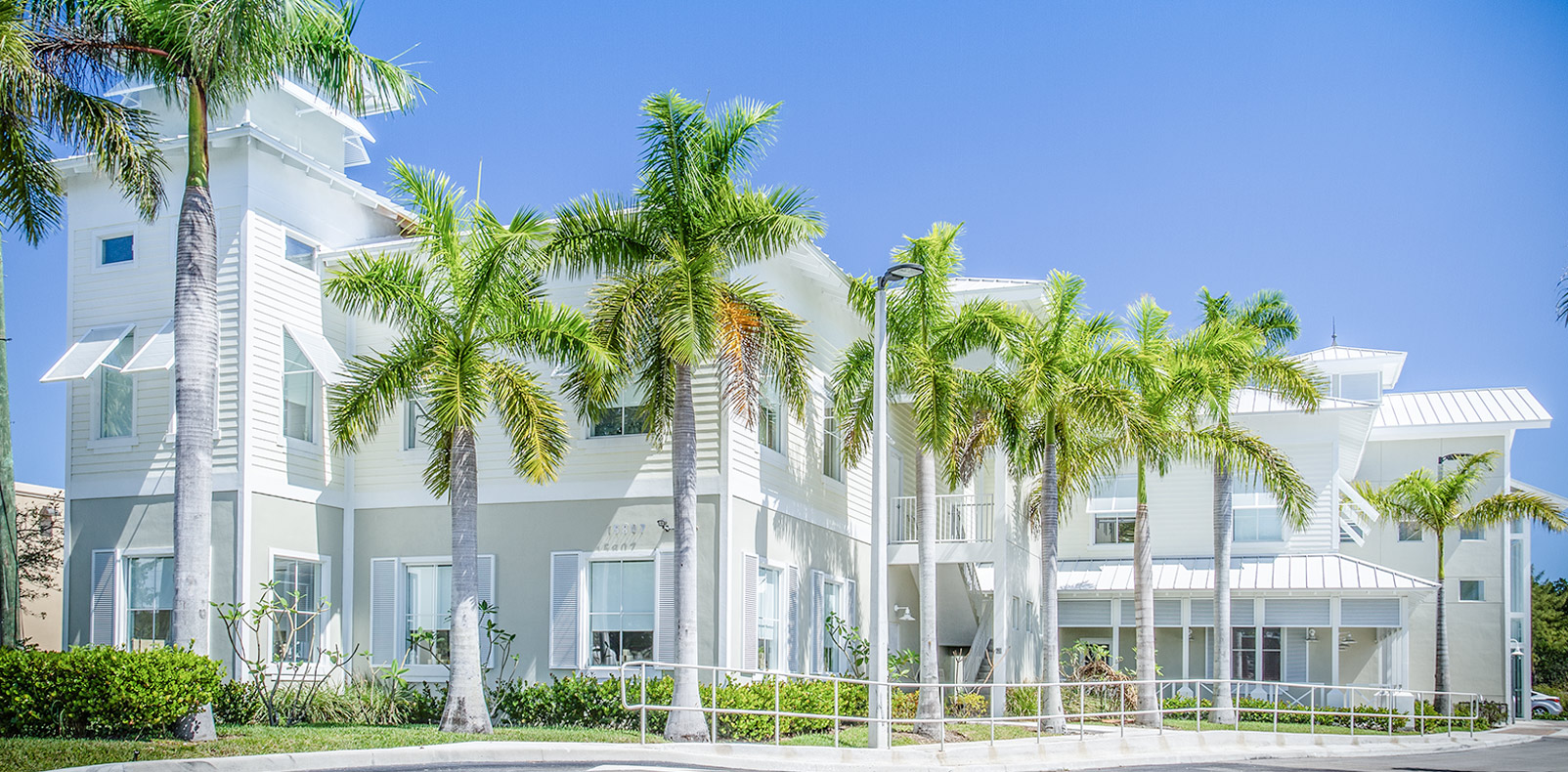 <h1 class='over-slide-heading'>MODERN OFFICES</h1><span class='over-slide-subheading hide-for-small'>NORTH MIAMI BEACH LEASING AVAILABLE</span>